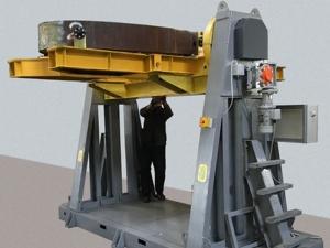 Кантователь и вращатель АС405 крупногабаритных изделий. Положение для загрузки изделия.